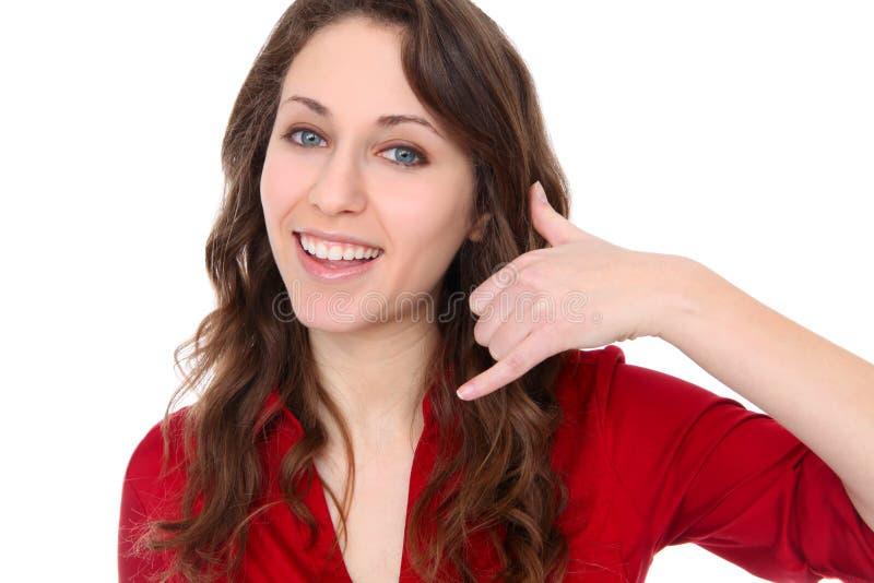 Mujer bonita con el teléfono de la mano foto de archivo