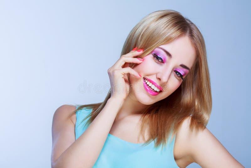 Mujer bonita con maquillaje imagen de archivo