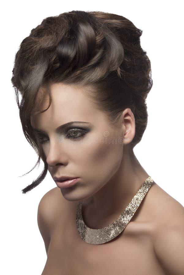 Mujer bonita con pelo-estilo elegante foto de archivo