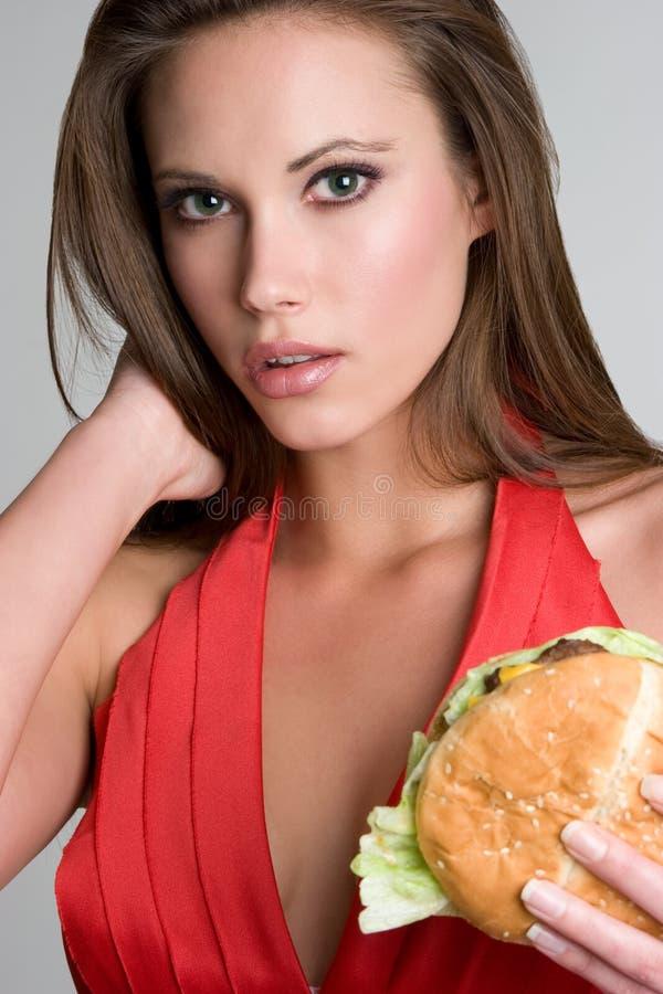 Mujer bonita de la hamburguesa fotos de archivo libres de regalías