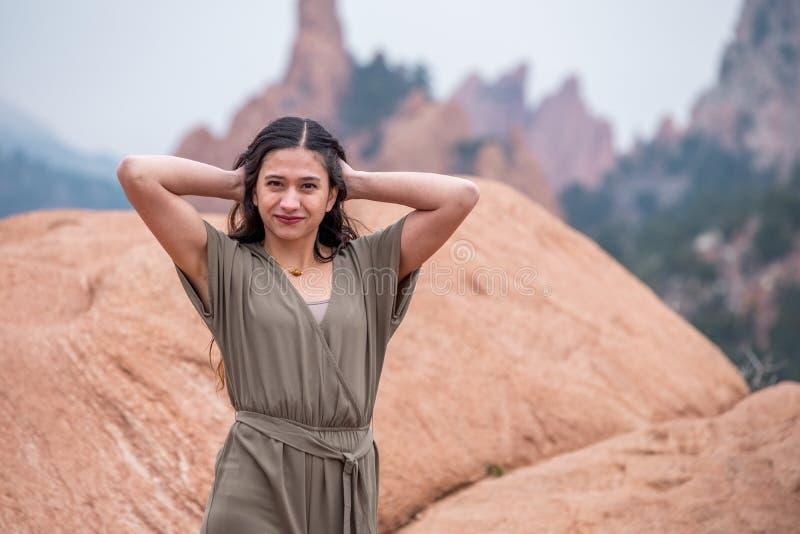 Mujer bonita de la muchacha - mexicano latino indio la India en la moda profesional imágenes de archivo libres de regalías