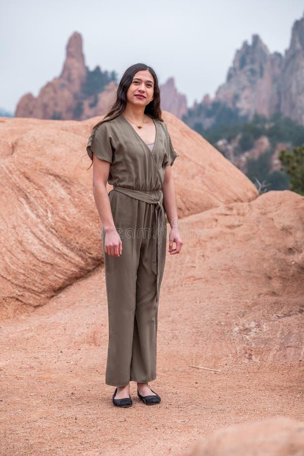 Mujer bonita de la muchacha - mexicano latino indio la India en la moda profesional fotografía de archivo libre de regalías