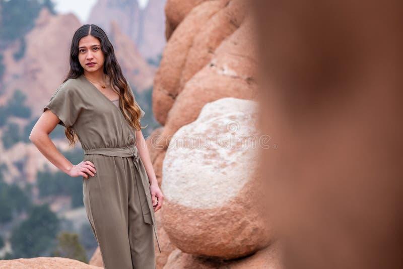 Mujer bonita de la muchacha - mexicano latino indio la India en la moda profesional fotos de archivo
