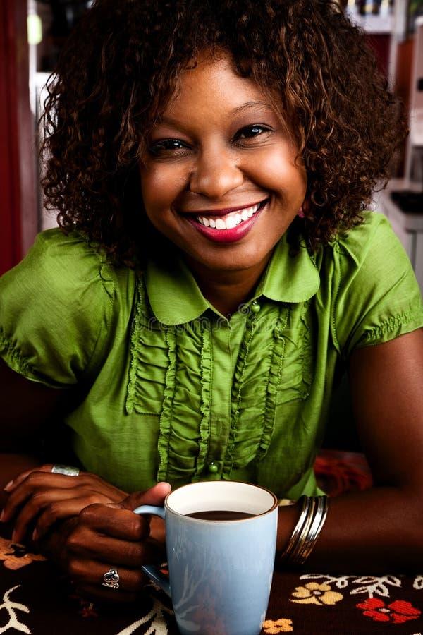 Mujer bonita del afroamericano fotografía de archivo