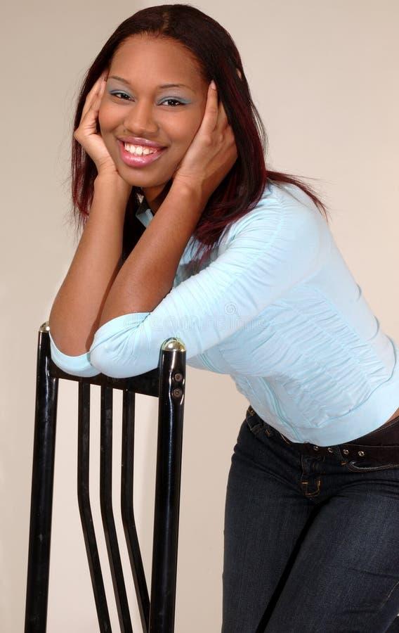 Mujer bonita del afroamericano foto de archivo libre de regalías