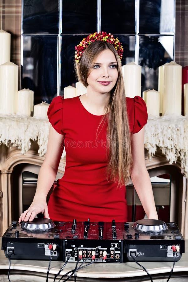 Mujer bonita DJ foto de archivo libre de regalías