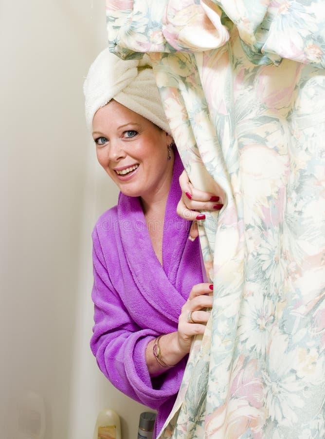 Mujer bonita en ducha imágenes de archivo libres de regalías