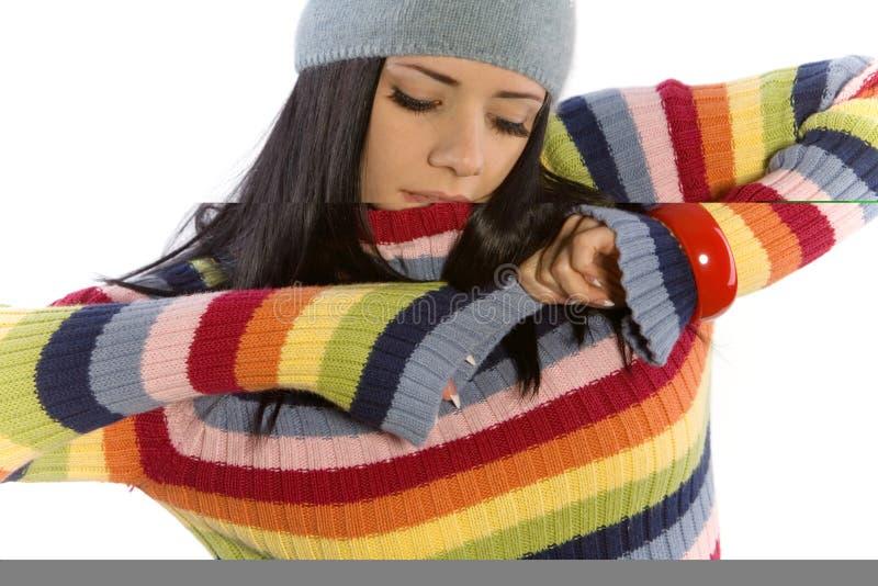 Mujer bonita en suéter foto de archivo
