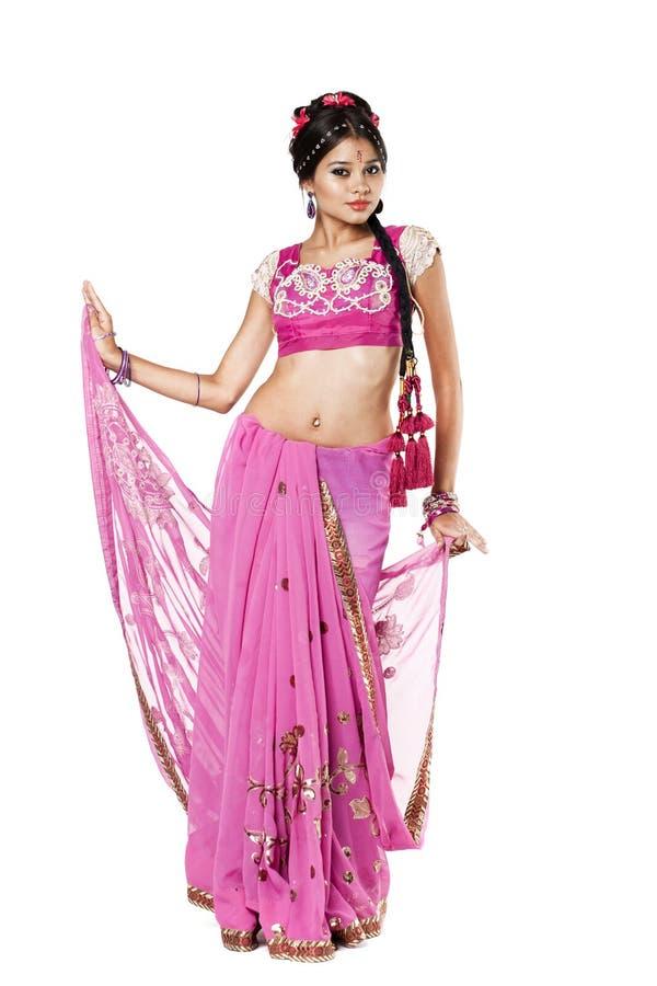 Mujer Bonita Joven En Vestido Indio Imagen de archivo - Imagen de ...