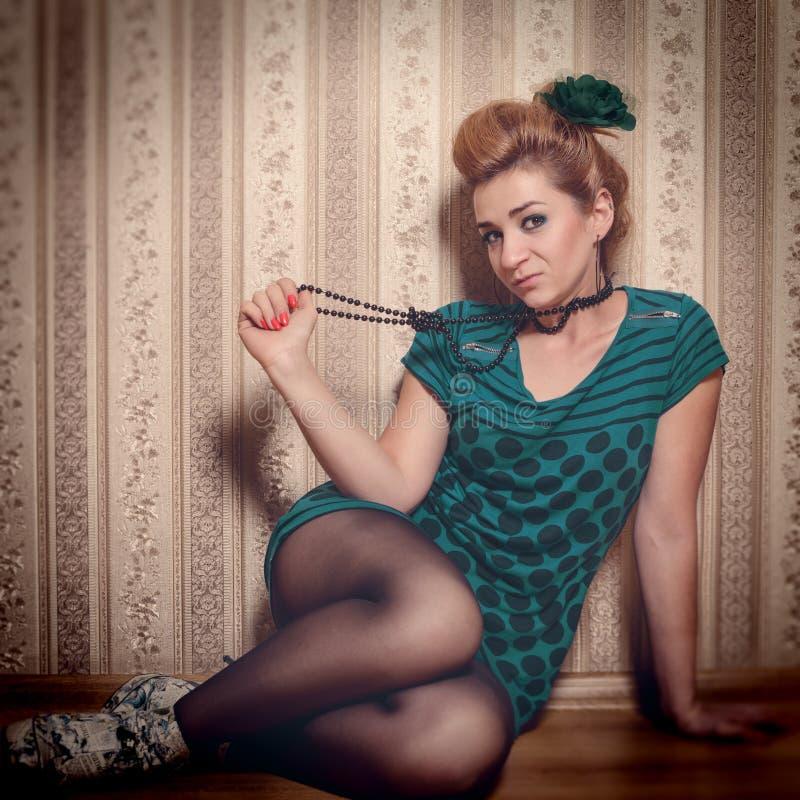 Download Mujer Brillante Del Encanto En Estilo De La Moda Imagen de archivo - Imagen de manera, belleza: 42433743