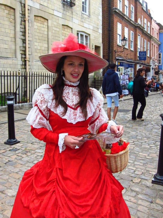 Mujer británica que lleva el vestido nacional fotos de archivo