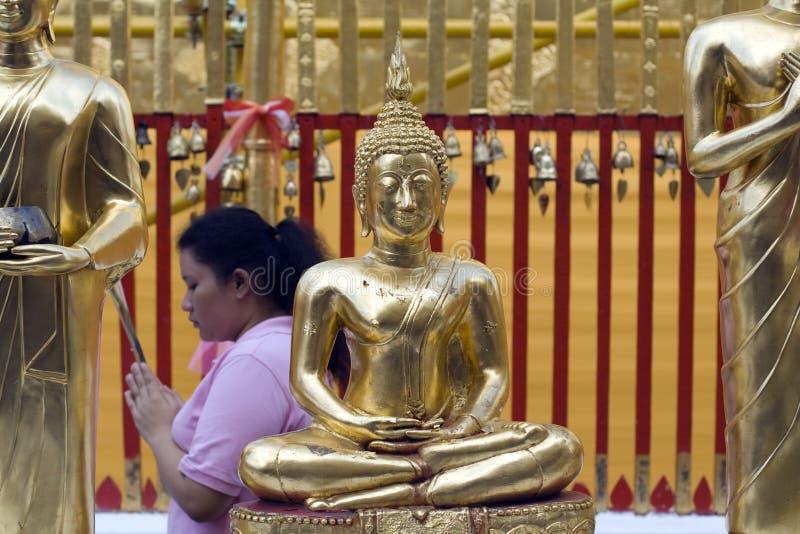 Mujer budista tailandesa en Doi Suthep imágenes de archivo libres de regalías