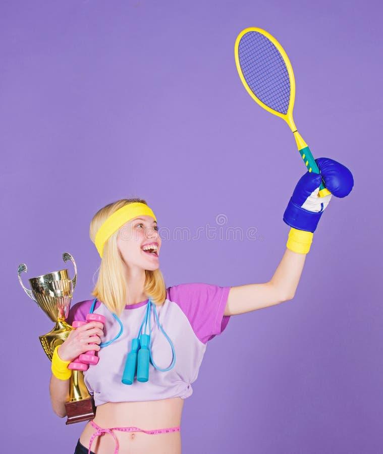 Mujer buena en deporte de salto de la aptitud del boxeo del tenis Ella es la mejor de todas las competencias Campe?n del deporte  foto de archivo