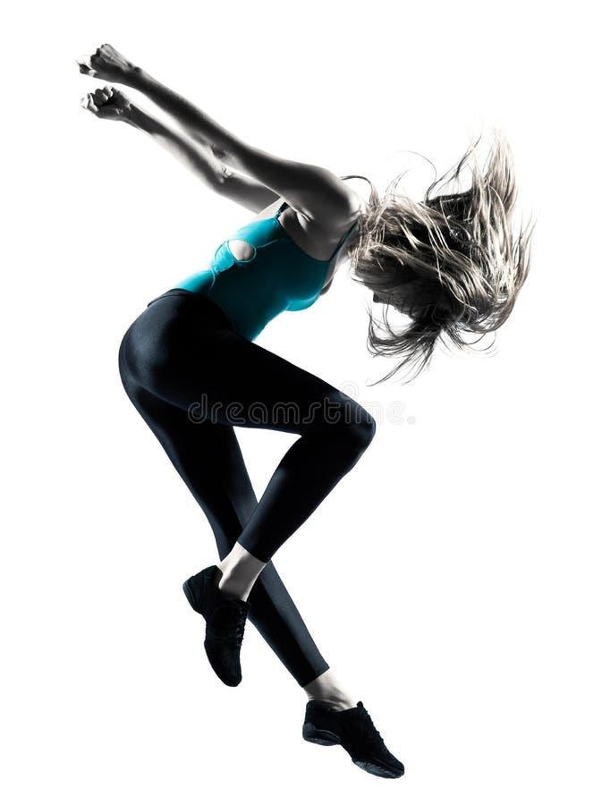 Mujer cabelluda rubia que hace salto gimnástico fotografía de archivo