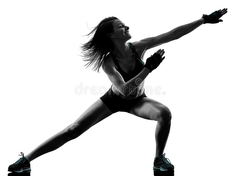 Mujer cardiia de los aeróbicos del ejercicio de la aptitud del entrenamiento de la base de la cruz del boxeo imagenes de archivo