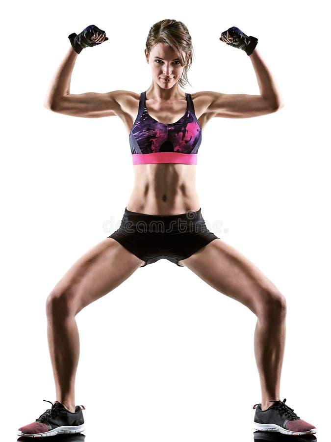 Mujer cardiia de los aer?bicos del ejercicio de la aptitud del entrenamiento de la base de la cruz del boxeo imagen de archivo libre de regalías