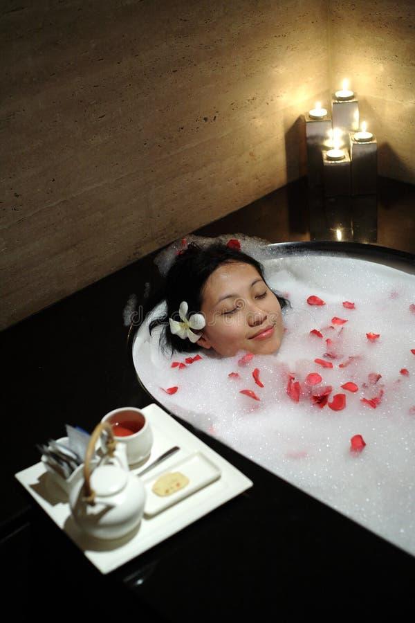Mujer china en el balneario foto de archivo