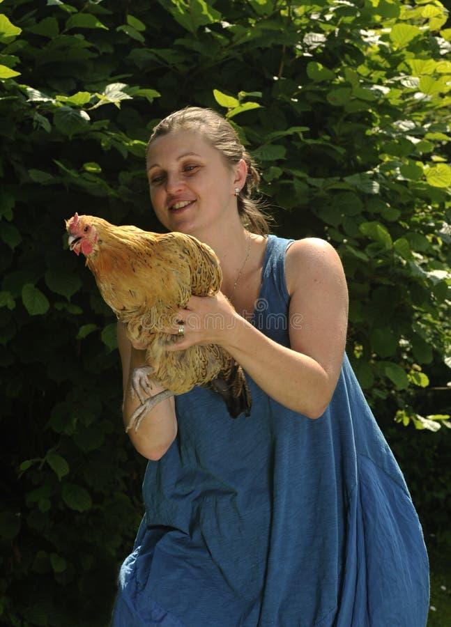 Mujer con aves fotos de archivo libres de regalías