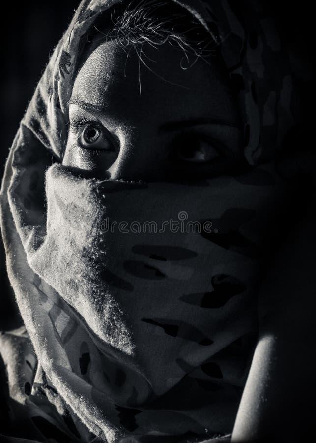 Mujer con burka foto de archivo