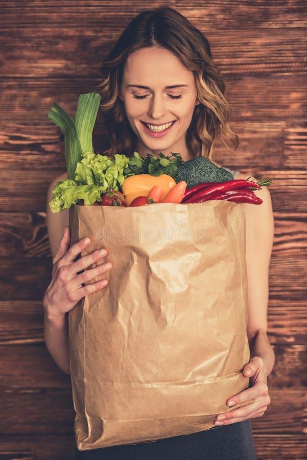 Mujer con el alimento sano foto de archivo libre de regalías
