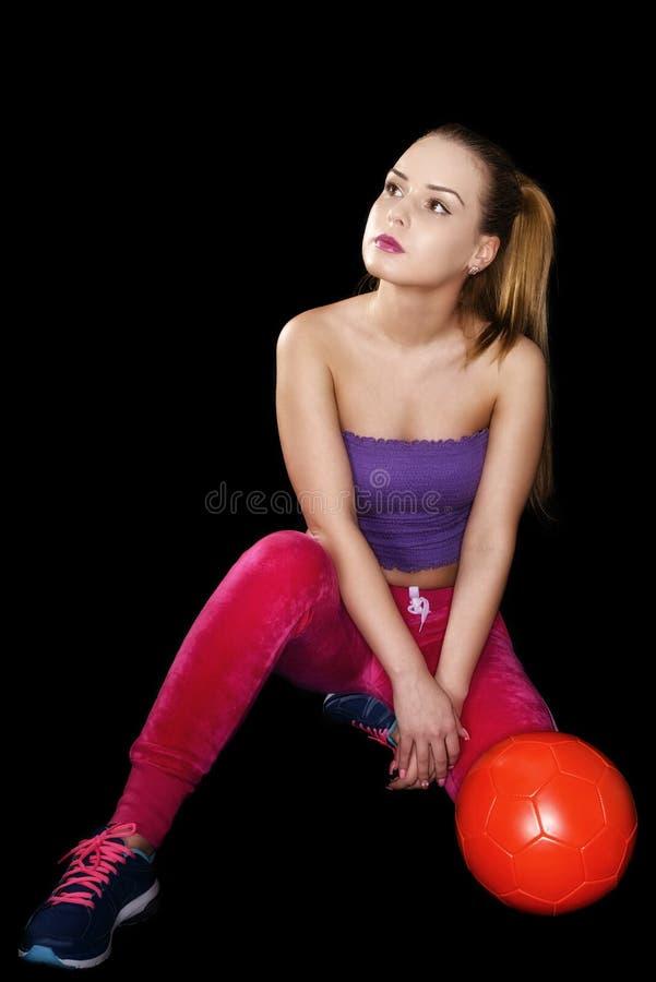 Mujer con el balón de fútbol aislado fotografía de archivo libre de regalías