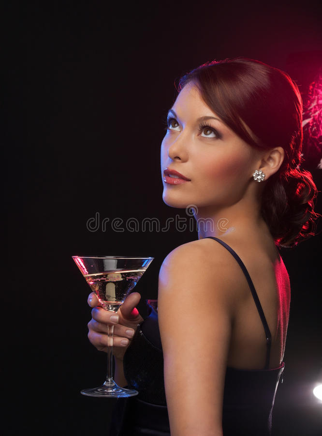 Mujer con el cóctel fotografía de archivo