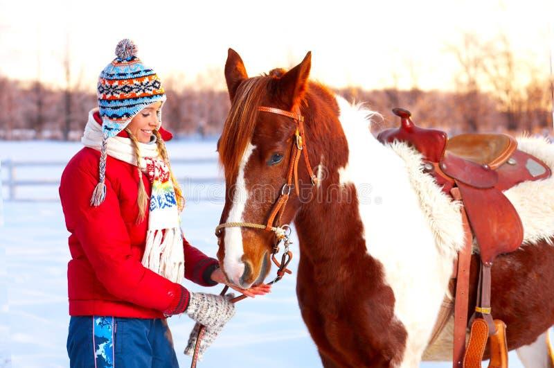 Mujer con el caballo fotografía de archivo libre de regalías