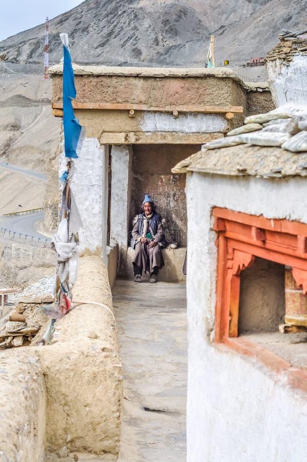 Mujer con el casquillo azul en Ladakh fotos de archivo libres de regalías