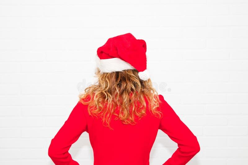 Mujer con el casquillo de la Navidad imágenes de archivo libres de regalías