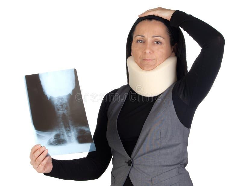 Mujer con el collar y la radiografía cervicales imagen de archivo libre de regalías