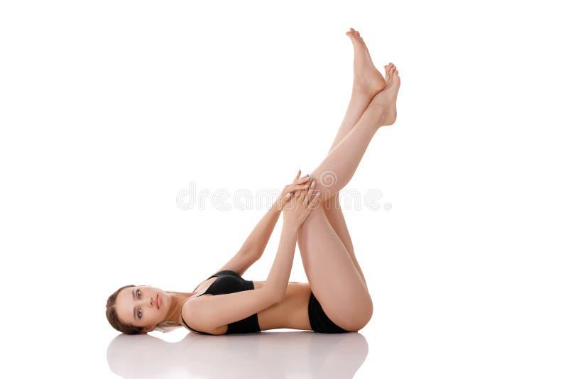 Mujer con el cuerpo perfecto en ropa interior negra foto de archivo libre de regalías