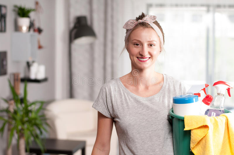 Mujer con el detergente imágenes de archivo libres de regalías