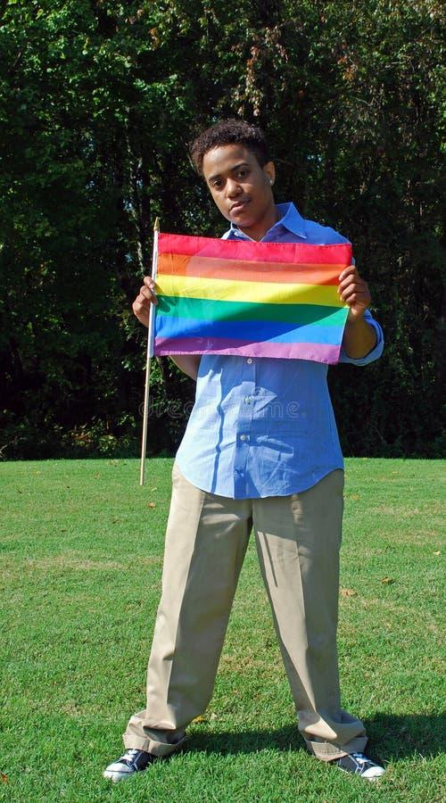 Mujer con el indicador alegre 2 del orgullo imagen de archivo