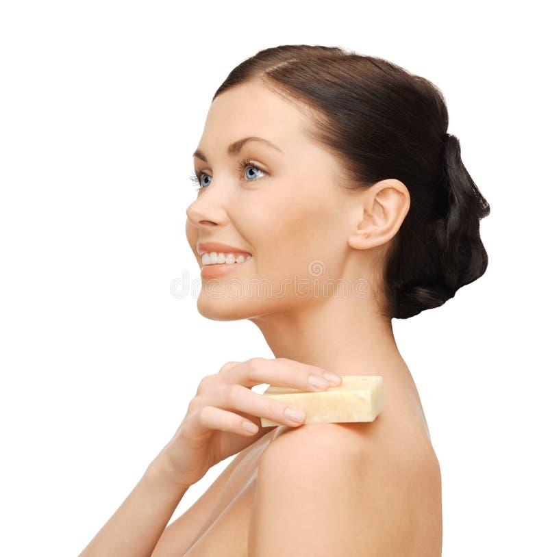 Mujer con el jabón foto de archivo libre de regalías