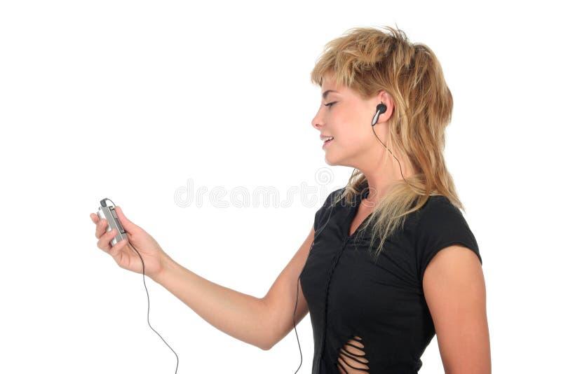 Mujer con el jugador MP3 imágenes de archivo libres de regalías