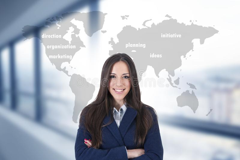 Mujer con el mapa y conceptos del negocio imagen de archivo