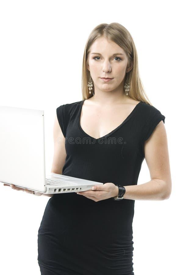 Mujer con el ordenador portátil imagenes de archivo