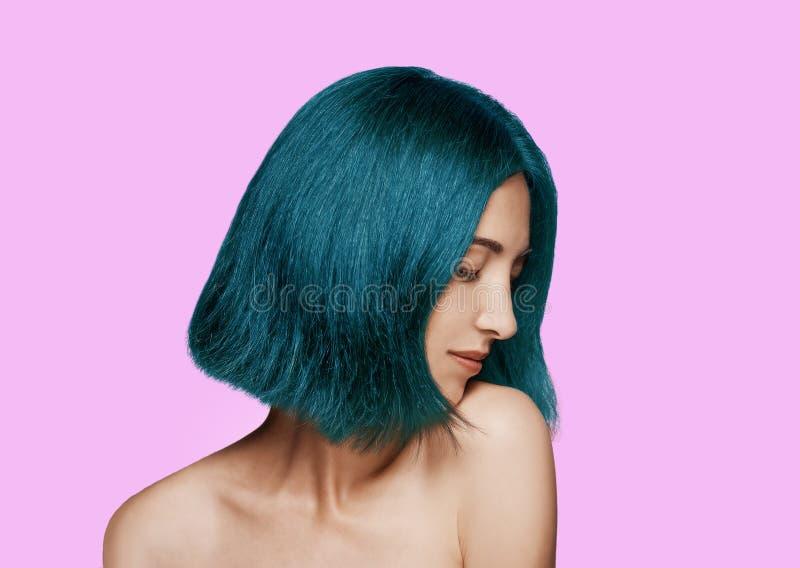 Download Mujer con el peinado azul imagen de archivo. Imagen de ojos - 42439999