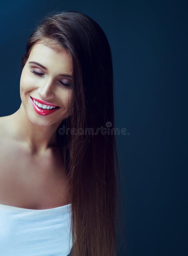 Mujer con el pelo largo foto de archivo