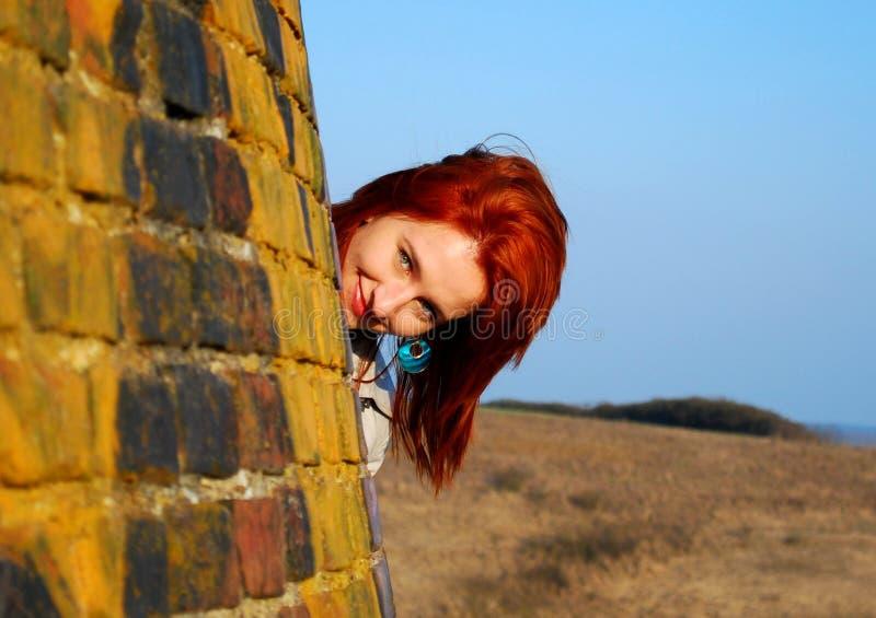 Mujer con el pelo rojo foto de archivo libre de regalías