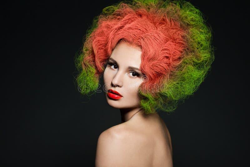 Mujer con el pelo verde imagen de archivo libre de regalías