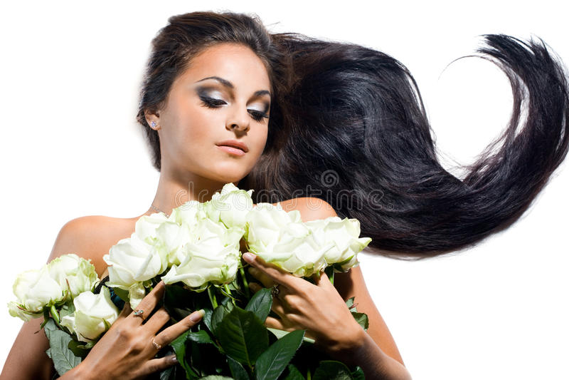 Mujer con el pelo y las rosas largos imagenes de archivo