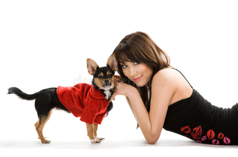 Mujer con el pequeño perro fotos de archivo libres de regalías