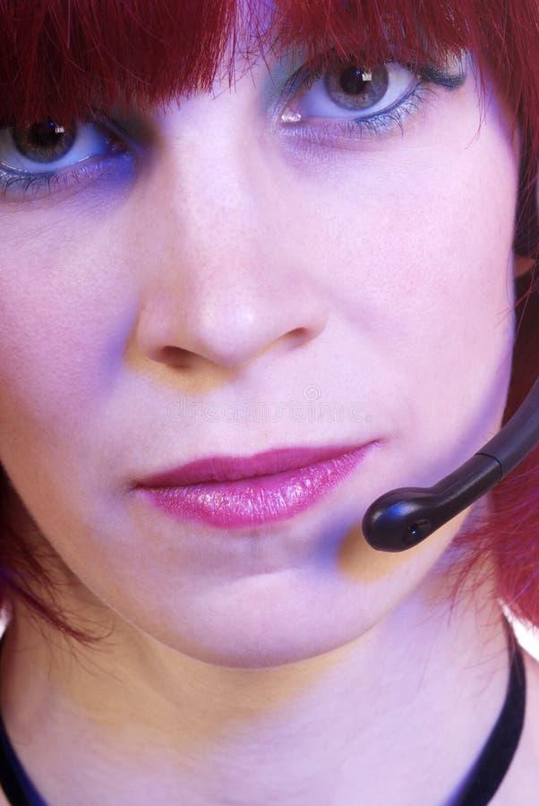 Mujer con el receptor de cabeza imagen de archivo