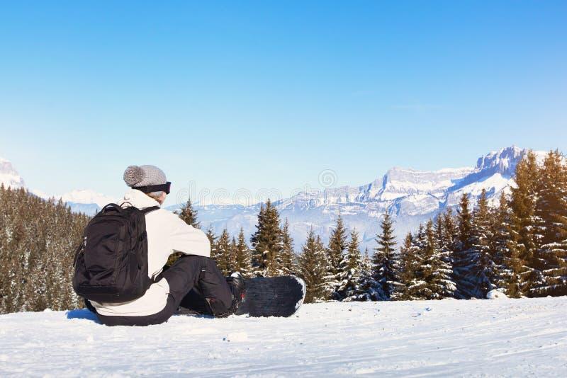 Mujer con el snowboard foto de archivo libre de regalías