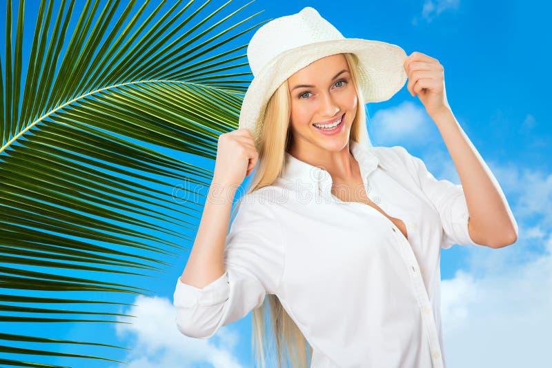 Download Mujer con el sombrero imagen de archivo. Imagen de hembra - 42430861
