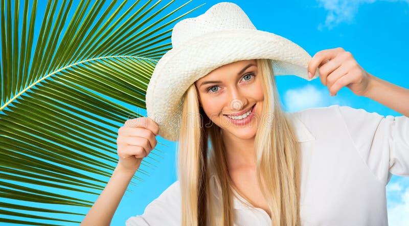 Download Mujer con el sombrero foto de archivo. Imagen de lifestyle - 42430924