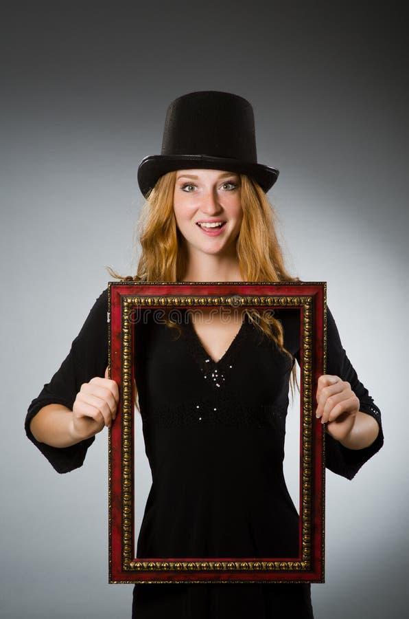 Mujer con el sombrero del vintage imagenes de archivo