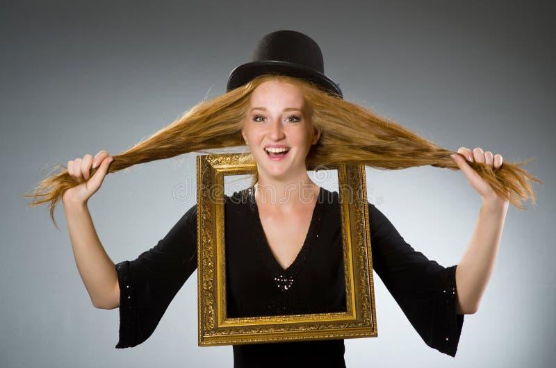 Mujer con el sombrero del vintage fotografía de archivo libre de regalías