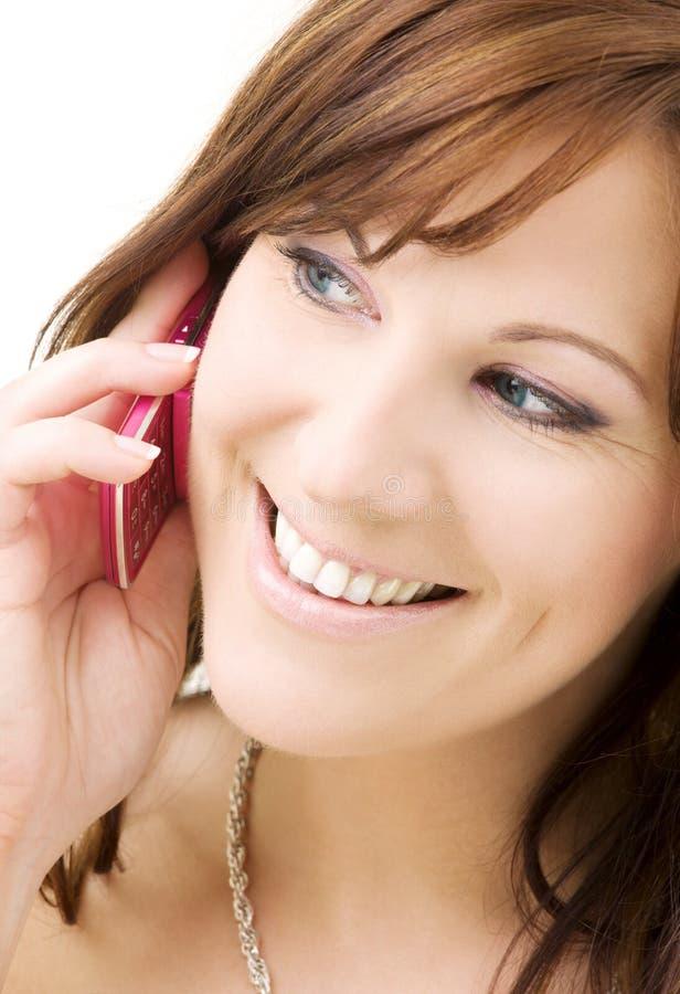 Mujer con el teléfono rosado fotografía de archivo libre de regalías